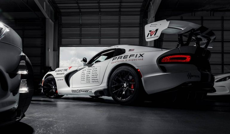 Viper Fans Attempt Too Give The ACR A Proper Send Off At The Nurburgring